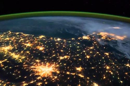 نمای شب زمین از ایستگاه فضایی (ویدئو)